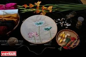 越南手工刺绣奥戴(组图)