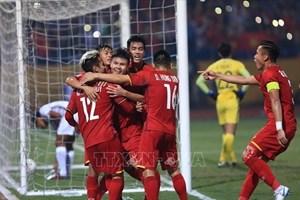2018年AFF CUP: 越南队三比零大胜柬埔寨  获得A组第一名