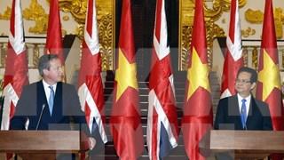英国首相戴维·卡梅伦圆满结束对越南进行的正式访问