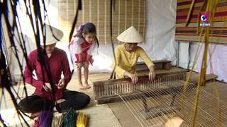 年轻人致力于传承与发展传统手工艺文化