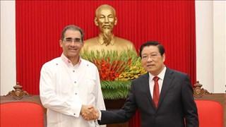 越共中央内政部部长潘廷镯会见巴拿马民族独立联盟代表团