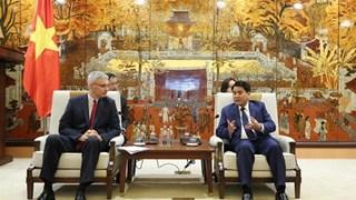河内市与法国各地方和机关加强投资合作