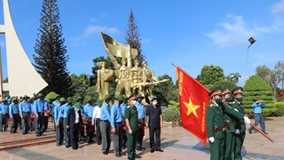 得乐省为战争时期在柬埔寨牺牲的英烈举行追悼会和安葬仪式