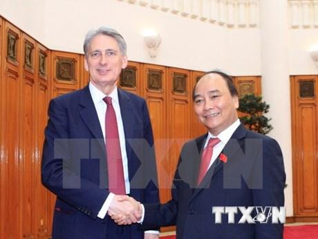阮春福总理会见英国外交大臣菲利普·哈蒙德