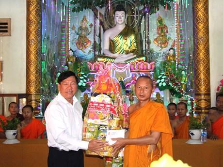 越南各省市纷纷向高棉族同胞致以新年祝福