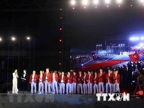 政府总理阮春福向越南国奥队授予奖状