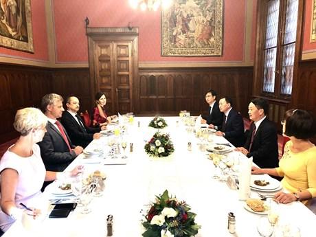 匈牙利高度评价旅匈越南人的团结精神和遵纪守法意识