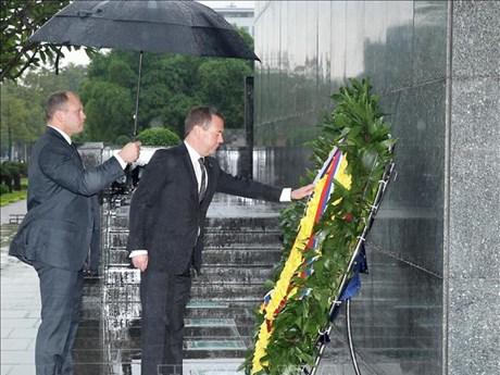 俄罗斯总理梅德韦杰夫结束对越南的正式访问