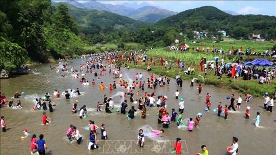 莱州省泰族同胞富有特色的天金乓传统文化节