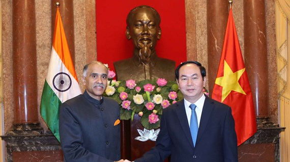 越南国家主席陈大光会见前来递交国书的各国新任驻越大使