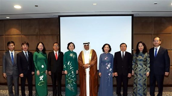 越共中央民运部部长对卡塔尔进行工作访问