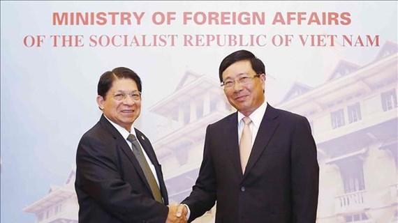 越南政府副总理兼外长范平明与尼加拉瓜外长丹尼斯·孟卡达举行会谈