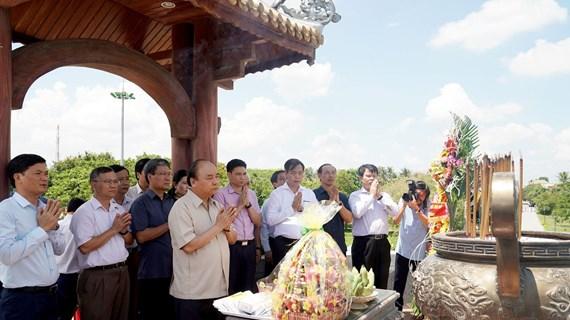 越南政府总理阮春福上香缅怀广治古城遗迹区各位英雄烈士