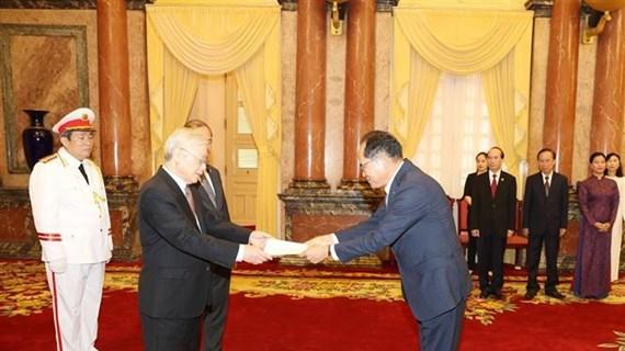 阮富仲接受各国新任驻越大使递交国书