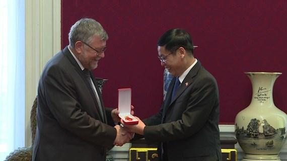 比越协会荣获越南友谊勋章