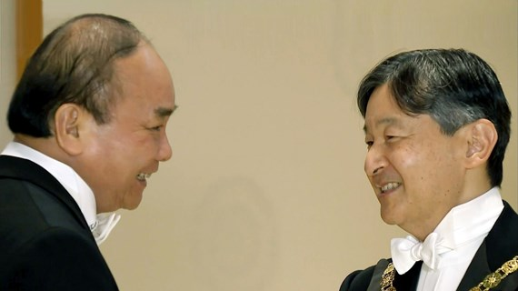 政府总理阮春福圆满结束出席日本德仁天皇即位庆典之行