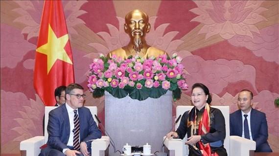 越南国会主席阮氏金银会见德国黑森州议会议长莱茵