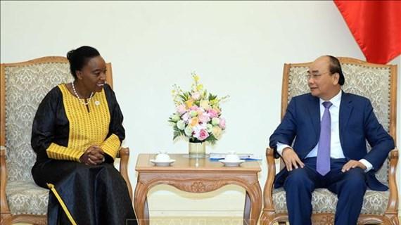 越南政府总理阮春福会见肯尼亚外交部长莫妮卡•朱马