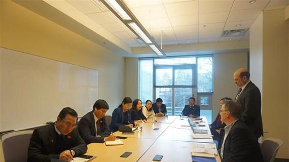 进一步促进越南与加拿大两国立法机构之间之间的合作
