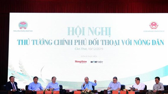 越南政府总理阮春福第二次同农民进行对话