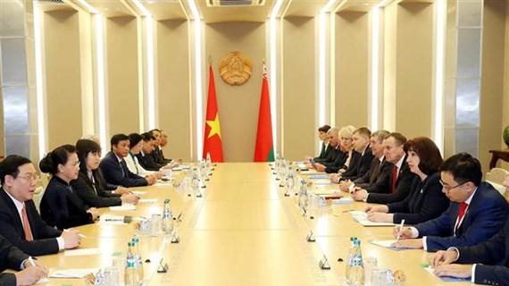 越南国会主席阮氏金银与白俄罗斯国民会议上院主席举行会谈