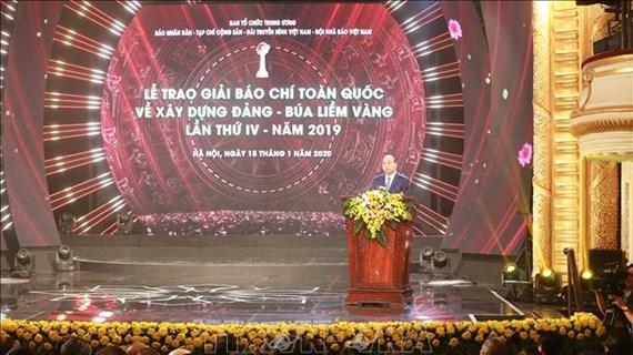 政府总理阮春福出席2019年金锤镰全国党建新闻奖颁奖仪式
