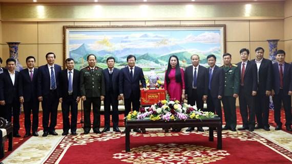 越南政府副总理郑廷勇赴各地开展春节前慰问活动