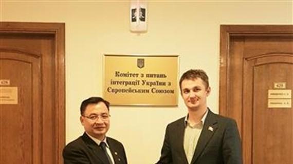 越南驻乌克兰大使馆与乌克兰-越南友好议员小组加强合作