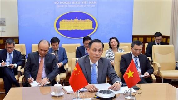 越南副外长黎怀忠与中国副外长罗照辉举行视频会议