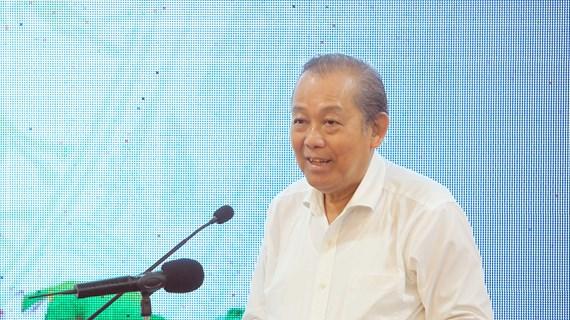 张和平副总理:反走私和打击贸易欺诈、假冒商品是无禁区的工作