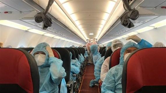 新冠肺炎疫情:在50各国家和地区的逾2.1万越南公民已安全回国