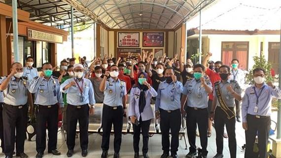 越南驻印尼大使馆对被扣押的越南渔民进行领事探视