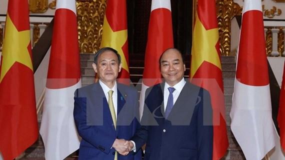 越南政府总理阮春福与日本首相菅义伟举行会谈