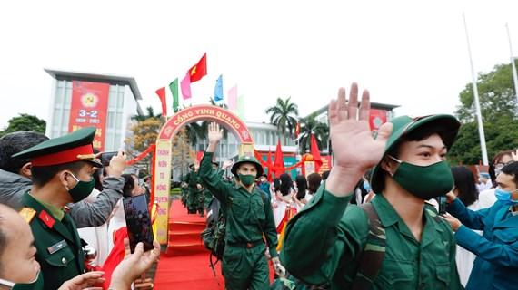河内市等地举行2021年度新兵交接仪式  严格遵守防疫规定