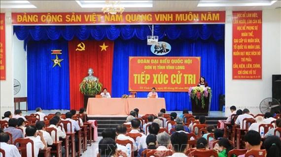越南国家副主席邓氏玉盛会见永隆省选民
