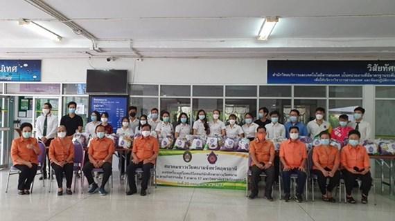 旅泰越南侨胞向受疫情影响的越南留学生提供支持