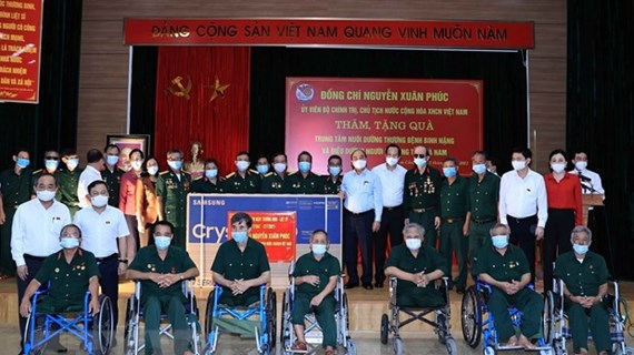 越南国家主席阮春福向全国伤病残军人、烈士家属和对革命有功老者致信