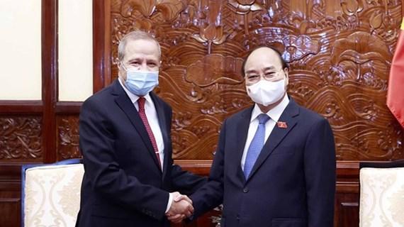 国家主席阮春福会见即将离任前来辞行拜会的阿尔及利亚驻越大使