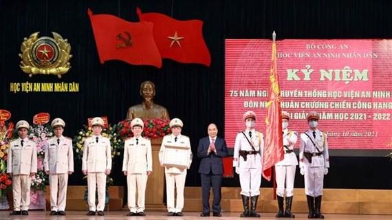 阮春福出席人民安全学院传统日75周年纪念典礼