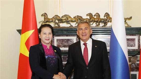越南国会主席阮氏金银会见俄罗斯联邦鞑靼斯坦共和国总统