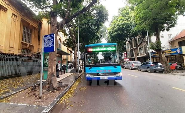 组图:河内公交车恢复运营后乘车的旅客很少 hinh anh 1