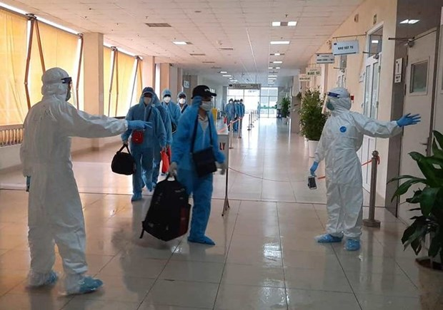 组图:从赤道几内亚回国的219名越南公民在中央热带疾病医院第二分院接受隔离 hinh anh 1