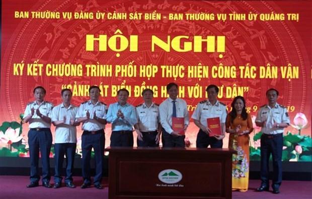 越南海警与广治省渔民并肩同行 hinh anh 1