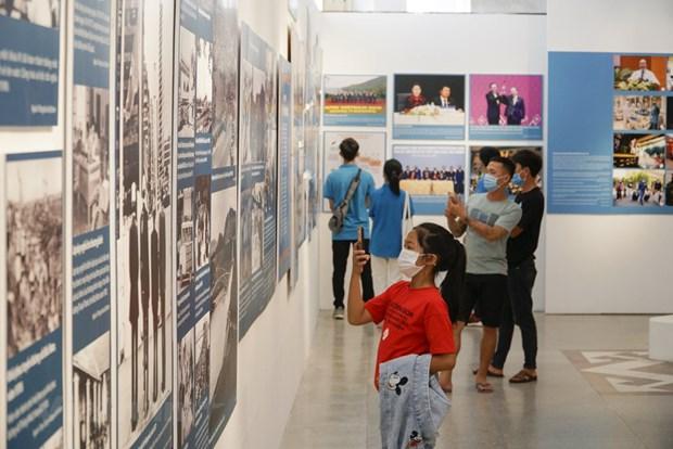 组图:越南特殊摄影展颇受观众的青睐 hinh anh 3