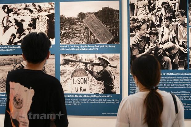 组图:越南特殊摄影展颇受观众的青睐 hinh anh 4