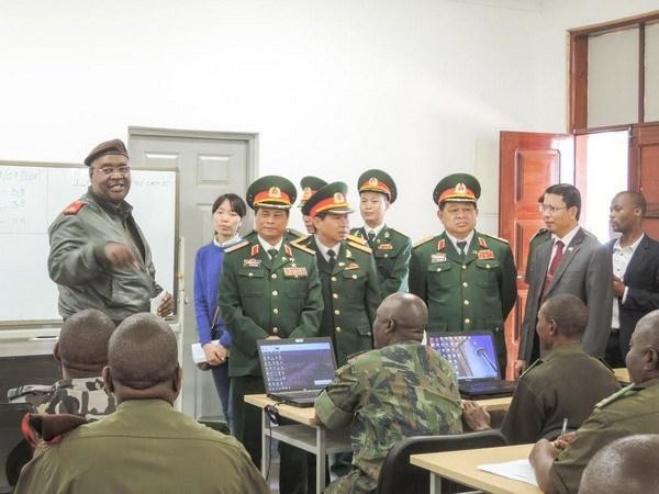 越南与莫桑比克加强防务合作 hinh anh 1