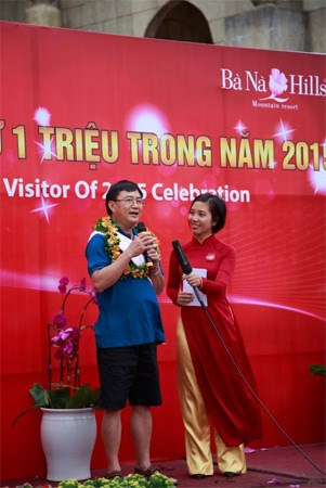 越南岘港市巴拿山景区迎接第100万名游客 hinh anh 1