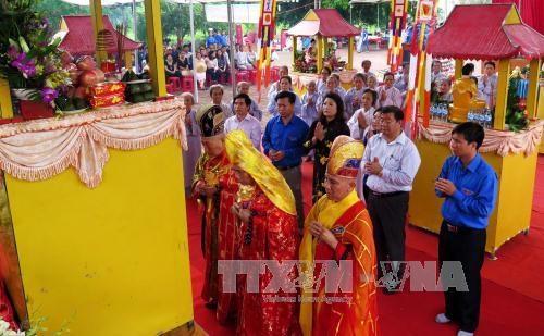 越南广义省就山美大屠杀事件烈士和无辜平民举行超度祈福法会 hinh anh 1