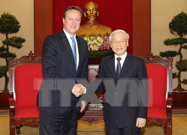 越共中央总书记阮富仲会见英国首相戴维·卡梅伦 hinh anh 1