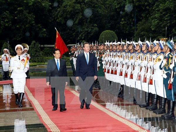 越英发表联合声明 强调进一步加强越英战略伙伴关系 hinh anh 1